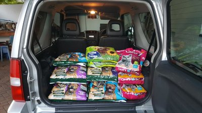 40kg of dog chunks, 12kg of senior dog chunks (there are a load of oldies) & 20kg of cat chunks for Wollies Animal Project. <3